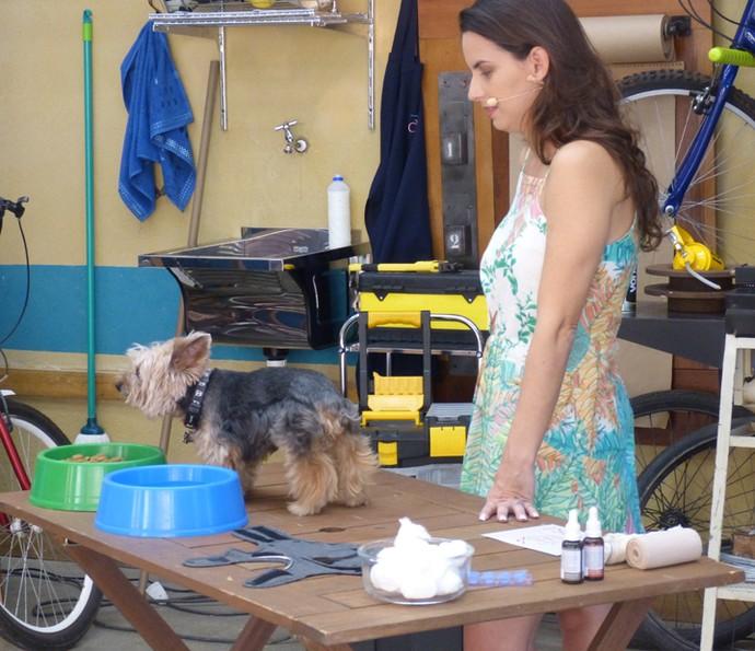 Priscilla com o cãozinho Raio (Foto: Leonardo Viso/Gshow)