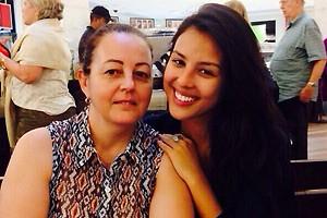 A atriz ao lado da mãe, Lúcia (Foto: Arquivo Pessoal)