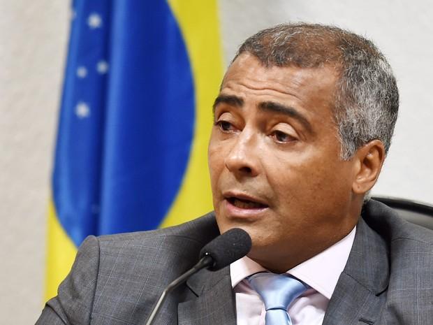 O ex-jogador e senador Romário (PSB-RJ) fala durante CPI da CBF no senado (Foto: Evaristo Sa/AFP)