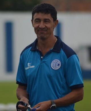 Técnico Betinho; Confiança (Foto: Felipe Martins / GloboEsporte.com)