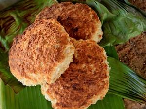 A tradicional brasileira, guloseima feita com coco pelas boleiras de Riacho Doce (Foto: Waldson Costa/G1)