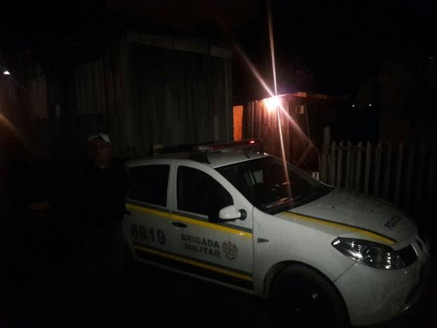 Local foi isolado até a chegada da perícia (Foto: Zete Padilha/RBS TV)