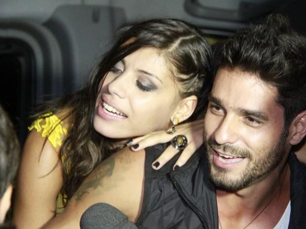 Ex-BBBs Franciele e Diego deixam casa de festas na Zona Oeste do Rio (Foto: Isac Luz/ EGO)