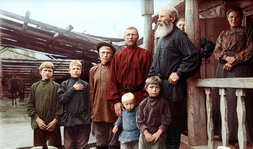 Família siberiana, em algum momento do fim do século XIX (Foto: Reprodução)