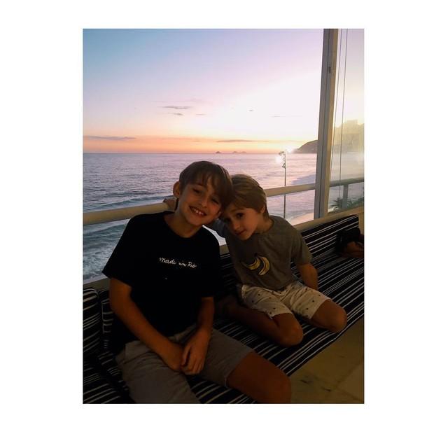 Noah e Guy, filhos de Dani Winits (Foto: reprodução/Instagram)