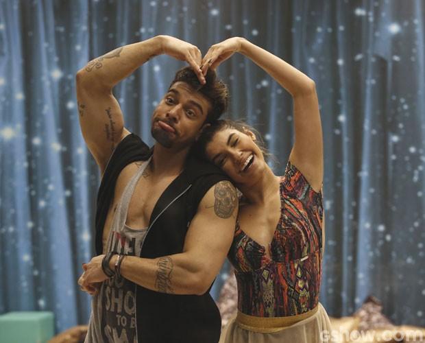 Lucas Lucco e a bailarina Ana Paula Guedes em clima de descontração (Foto: Fábio Rocha/ TV Globo)