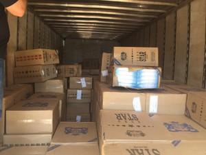 Caminhão transportava 20 mil pacotes de cigarros contrabandeados (Foto: Divulgação/PRE)