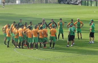 Com Roger operado, Coelho volta  aos treinos para enfrentar o Atlético-PR