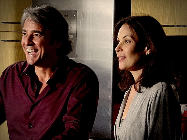 Cadinho garante que será fiel no casamento com Alexia (Foto: Avenida Brasil / TV Globo)