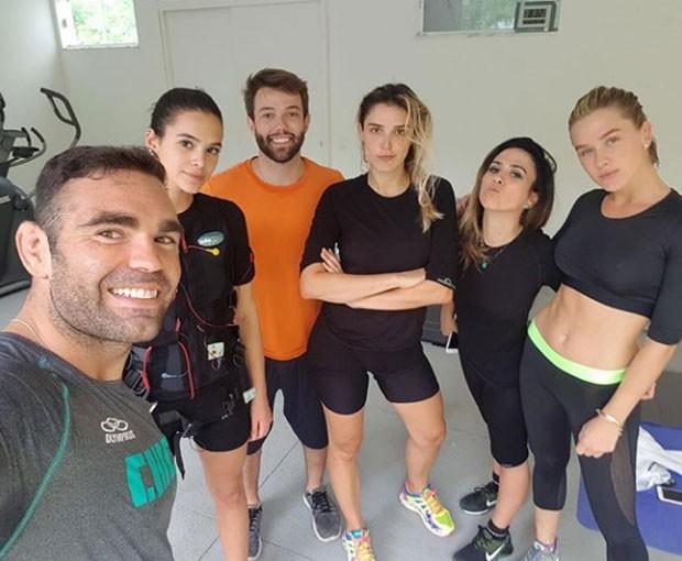 Chcio Salgado, Bruna Marquezine, Thomas Campbell, Rafa Brites, Tatá Werneck e Fiorella Mattheis (Foto: Reprodução Instagram)