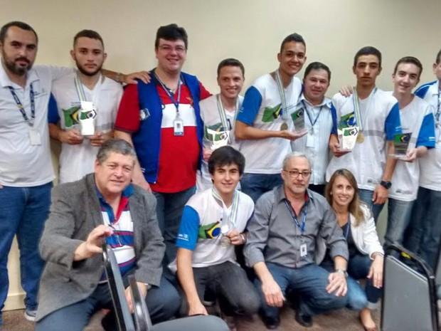 Alunos foram premiados na última sexta (3) (Foto: Divulgação/Firjan)