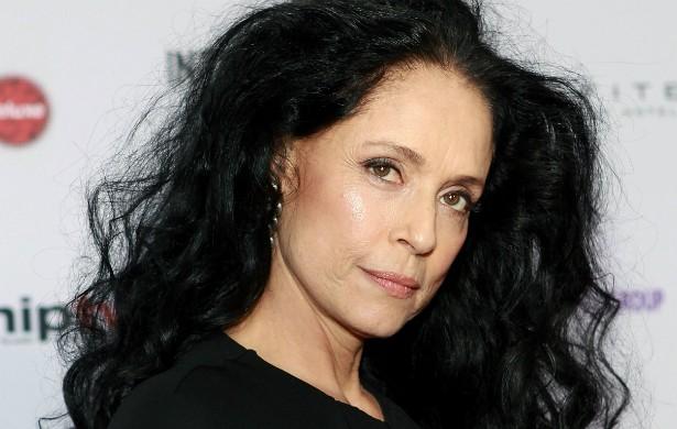 Das telenovelas do horário nobre brasileiro, como 'Gabriela' (1975) e 'Dancin' Days' (1978-79), Sônia Braga foi catapultada para o show business internacional no fim dos anos 80, graças a filmes como 'Gabriela, Cravo e Canela' (1983), em que contracenou com o italiano Marcello Mastroianni (1924-1996), e 'O Beijo da Mulher Aranha' (1985), de Hector Babenco, indicado a quatro Oscars e vencedor de uma estatueta (a de Melhor Ator, para William Hurt). De lá para cá, a paranaense estrelou filmes norte-americanos e participou de diversas séries, como 'Sex and the City', 'CSI: Miami', 'Alias' e 'Ghost Whisperer'. (Foto: Getty Images)