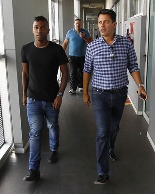 Miller Bolaños y Rui Costa en CT Luiz Carvalho (Foto: Lucas Uebel / Gremio, DVG)