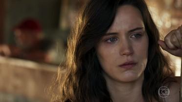 Clara e Josafá imploram para Jonas parar de procurar esmeraldas