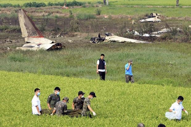 Queda de avião militar mata 2 na Coreia do Sul (Foto: Kim Tae-sung/News1/Reuters)