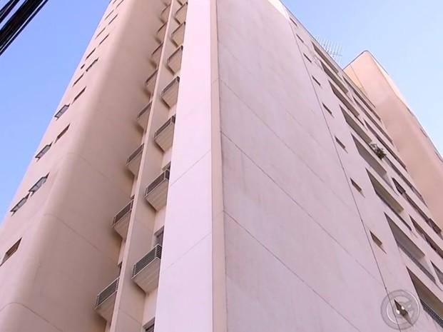 Em 40% dos condomínios de Rio Preto, há moradores com pagamento atrasado. (Foto: Reprodução / TV TEM)