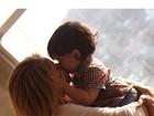 Shakira beija o filho em foto para homenagear o Dia das Mães