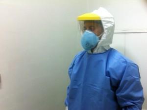 Roupa de proteção ebola Hospital Conceição Porto Alegre (Foto: Jonas Campos/RBS TV)