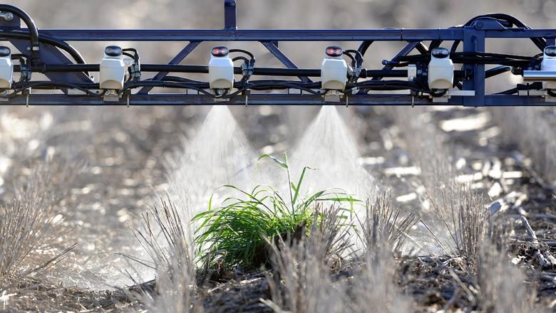 Esta é a WeedSeeker, solução tecnológica da Trimble que aplica defensivos agrícolas por meio de sensores (Foto: Divulgação/Trimble)