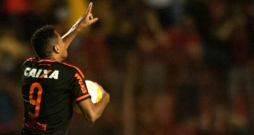 a primeira vez... (Aldo Carneiro / Pernambuco Press)