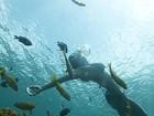 Carol Castro mostra mergulho em momento 'sereia' em Noronha