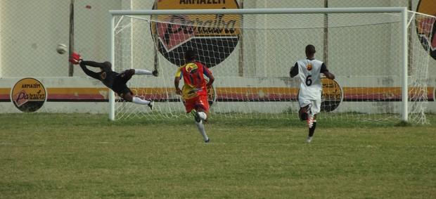 Paraíba 1 x 1 Cruzeiro-PB (Foto: Luiz Carlos Roque / Globoesporte.com)