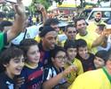 Fã de Messi, sósia de Ronaldinho é tietado no Mineirão antes de clássico