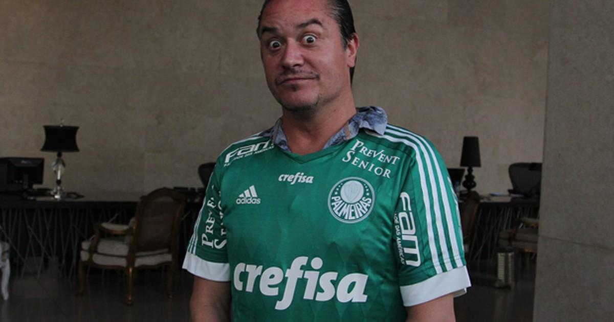 30ecd20092a76 G1 - Mike Patton, vocalista do Faith No More, posa com camisa do Palmeiras  - notícias em Rock in Rio 2015