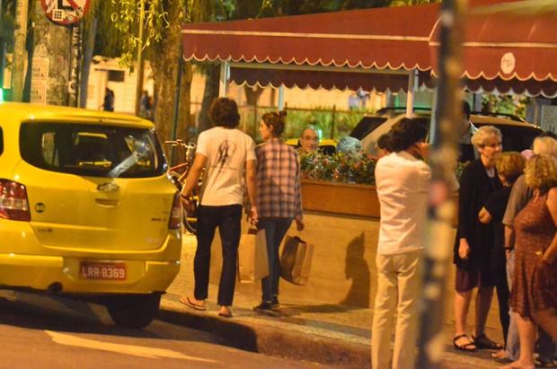 Chay Suede E Laura Neiva Passeiam na Gavea Zona Sul RJ (Foto: AgNews  / Divulgação)