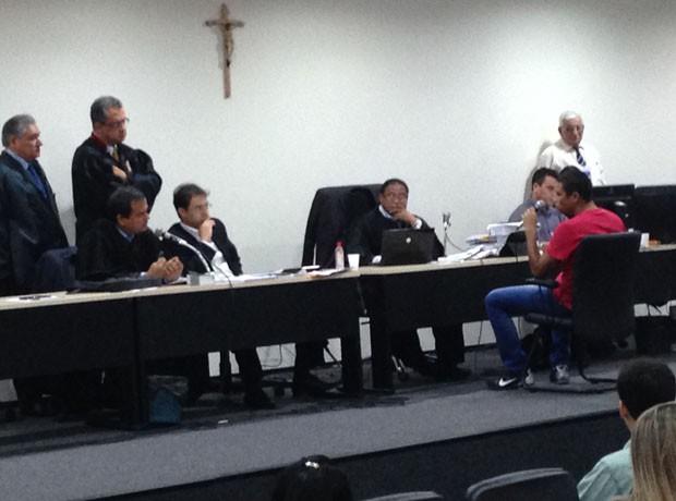 Jhonathan Silva no 2º dia de julgamento do caso Décio Sá (Foto: Clarissa Carramilo/G1 Maranhão)