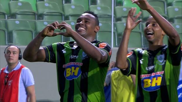 Obina, atacante do América-MG, comemora gol (Foto: Reprodução/ Premiere FC)