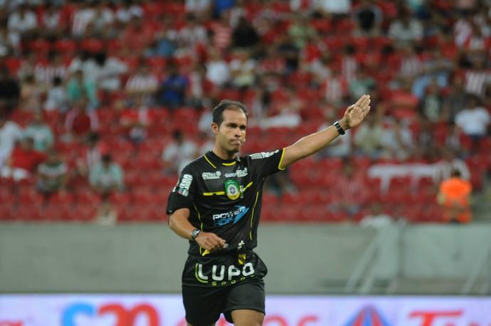 Sebastião Rufino Filho árbitro (Foto: Aldo Carneiro / Pernambuco Press)