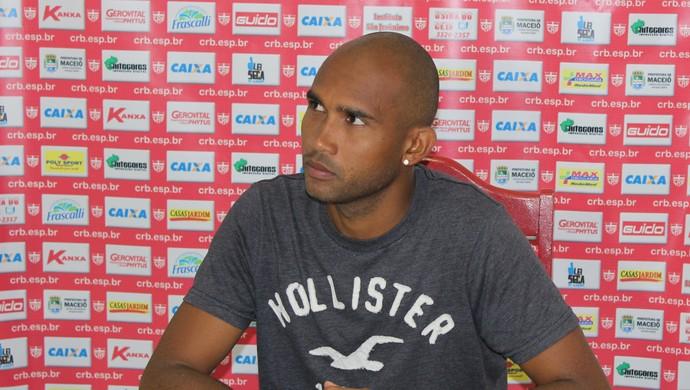 João Victor, lateral do CRB (Foto: Caio Lorena / GloboEsporte.com)