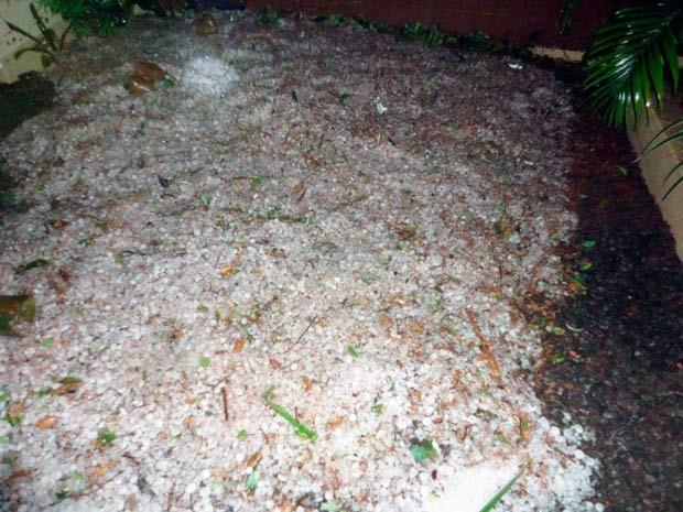Granizo acumulado no chão em Santo Cristo, RS (Foto: Emerson Bernardi/Prefeitura de Santo Cristo)