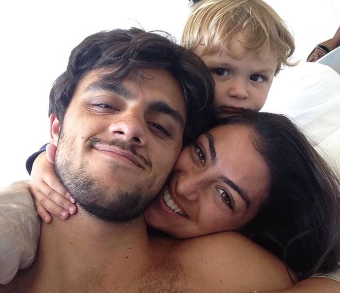 Felipes Simas em selfie com a esposa e o filhinho Joaquim (Foto: Arquivo Pessoal)