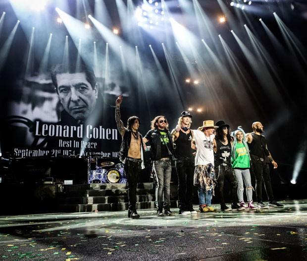 Guns N'Roses homenageia o cantor Leonard Cohen, morto aos 82 anos. (Foto: Divulgação/Katarina Benzova)