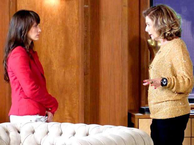 Charlô é firme: quer Carolina longe da diretoria da loja (Foto: Guerra dos Sexos / TV Globo)