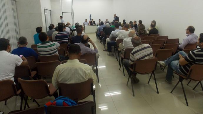 Reunião do conselho do Bahia (Foto: Thiago Pereira)