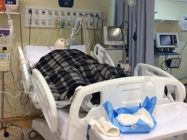 Foto do jornal 'O Globo' mostra alemão internado em hospital no Rio (Foto: Vera Araújo/O Globo)