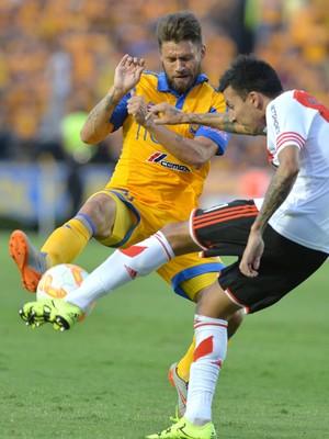 Rafael Sobis e Vangioni; Tigres x River Plate; Libertadores (Foto: EFE)