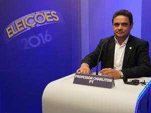 Professor Charliton no debate da TV Cabo Branco, em João Pessoa (Foto: Daniel Sousa/G1)