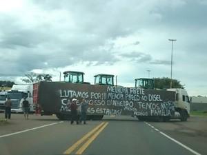 Caminhoneiros protestam em quatro rodovias do RS (Foto: Divulgação/PRF)