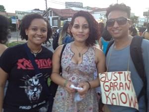 Estudantes de Goiânia protestam em defesa dos índios guarani-kayowá  (Foto: Gabriela Lima/G1)