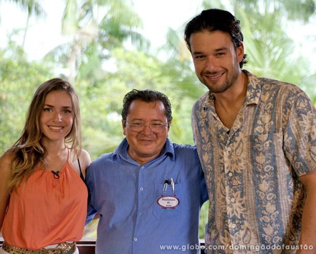 Monique e Sérgio conheceram Maqueson, artista de Cruzeiro do Sul (Foto: Domingão do Faustão / TV Globo)