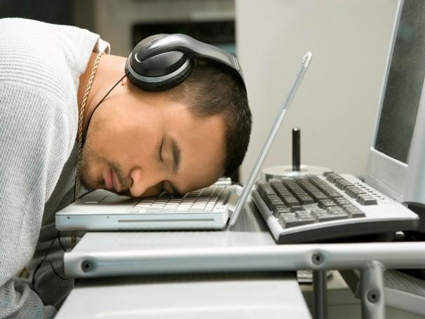 Brasileiros dormindo mal  (Foto: ThinkStock Getty Images)