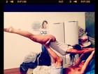 Fani Pacheco faz pose suspensa pelas pernas do namorado: 'Posso voar'