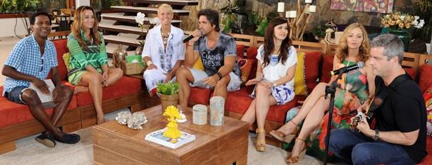 Luís Miranda, Susana Pires, Xuxa, Leo, Simone Soares, Alexandra Richter e Victor no último TV Xuxa (Foto: Blad Meneghel/Globo)