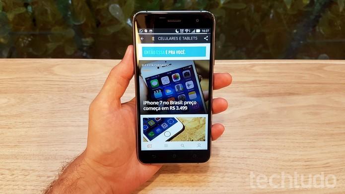 TechTudo no celular ganhou reforço com aplicativo beta que permite conhecer as novidades do site antes de todos (Foto: Thássius Veloso/TechTudo)