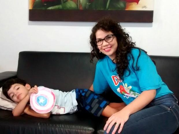 Servidora da UFMT conseguiu na Justiça direito de reduzir jornada de trabalho para poder cuidar do filho. (Foto: Carlos Palmeira / G1)