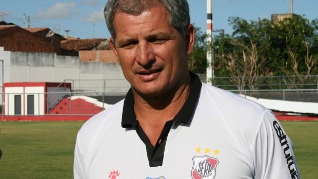 técnico Fahel Júnior, do RIver Plate-SE (Foto: Felipe Martins/GLOBOESPORTE.COM)